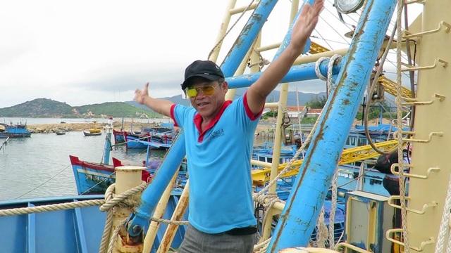 Ông Phan Thanh Trị đang nói về lưới chụp thiết kế ngắn hơn so với quy định