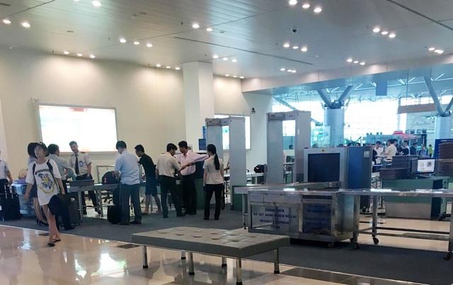 Soi chiếu an ninh tại sân bay Nội Bài