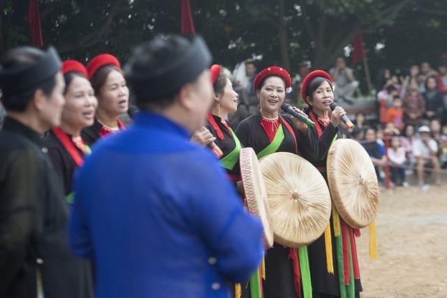 Lễ hội vật cầu Thuý Lĩnh cũng có nhiều hoạt động văn hoá truyền thống, làm nên không khí tết đần chất cổ truyền giữa đô thị hiện đại.