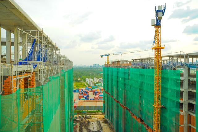 Tiến độ xây dựng tại Him Lam Phú An đang được đẩy mạnh, dự kiến bàn giao vào tháng 06/2018, sớm hơn 2 tháng so với kế hoạch ban đầu.