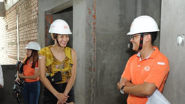 """Được """"nhìn tận mắt, chạm tận tay"""" chất lượng căn hộ Him Lam Phú An đang hoàn thiện, chị Cẩm Vân (cư ngụ tại Q.2) đã thật sự bị thuyết phục và quyết định """"xuống cọc"""" đặt mua"""