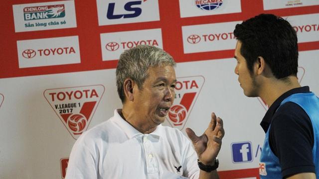 Cựu HLV Đoàn Minh Xương (trái) đánh giá để nâng tầm bóng đá Việt Nam cần vai trò của VFF (ảnh: Trọng Vũ)