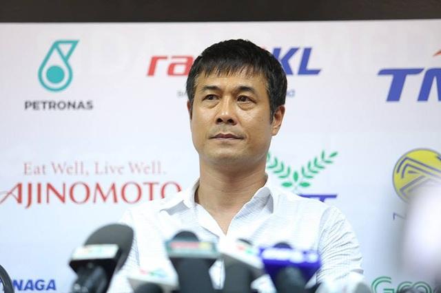 Một trong những nguyên nhân khiến bóng đá Việt Nam liên tiếp thất bại là do bản lĩnh kém, nhưng bản lĩnh của các cầu thủ không phải là lỗi của HLV Nguyễn Hữu Thắng