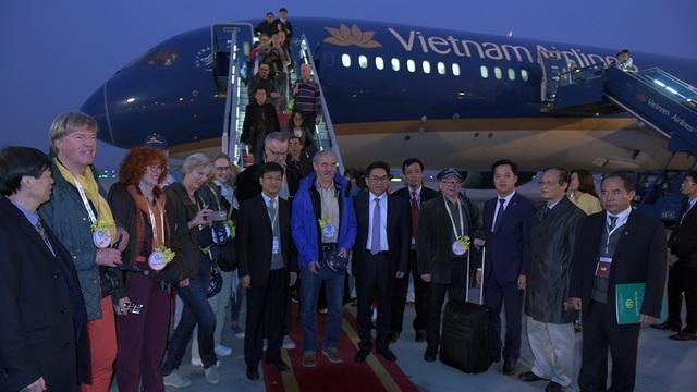 Ông Nguyễn Thiện Nhân chào đón vị khách quốc tế đầu tiên đến Thủ đô năm 2017 - 8