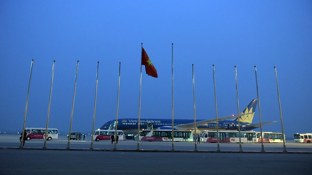 Ông Nguyễn Thiện Nhân chào đón vị khách quốc tế đầu tiên đến Thủ đô năm 2017 - 6