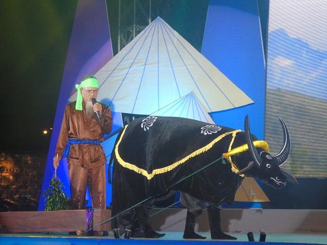 Hò Lỉa trâu được thể hiện trên sân khấu