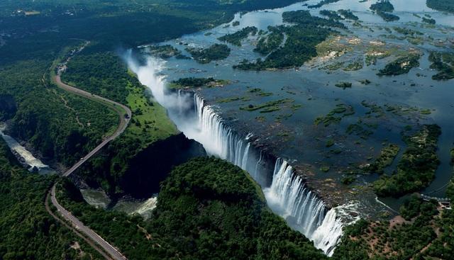 Victoria là một trong những thác nước hùng vỹ và đẹp nhất thế giới