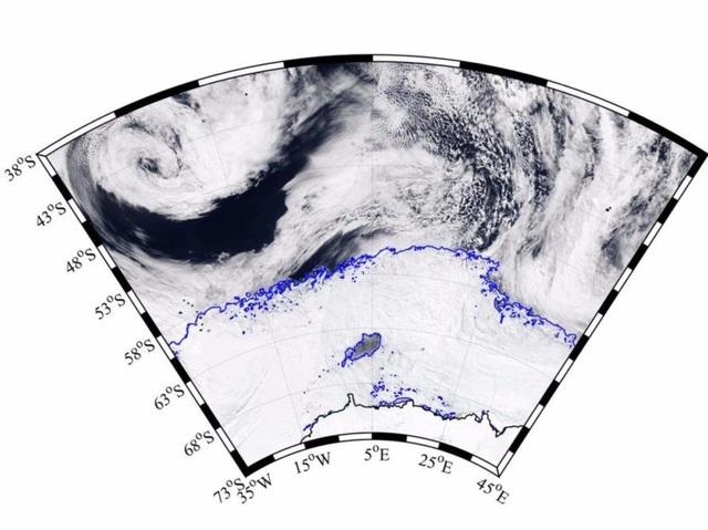 Hố băng khổng lồ bí ẩn xuất hiện ở Nam Cực - 1