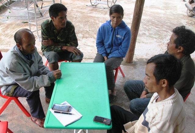 Nhiều hộ nghèo tại xã Tà Rụt phản ánh đã nộp tiền nhưng chưa có nhà