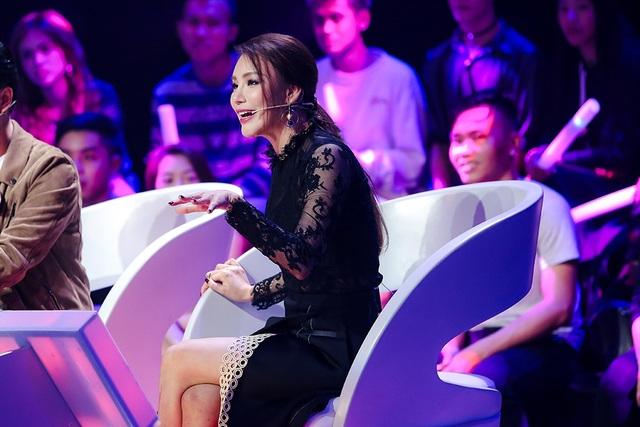 Hồ Quỳnh Hương ngày càng vui vẻ và hòa nhập với các chương trình truyền hình, chị thoải mái và vui vẻ khi ngồi ghế nóng so với sự căng thẳng thường thấy trước đây.
