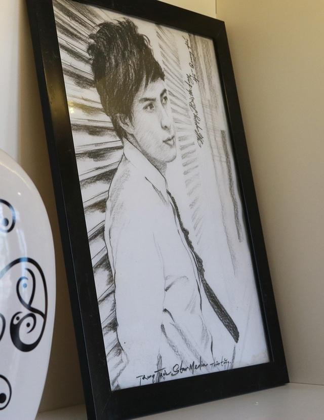 Bức chân dung khác của nam ca sĩ cũng được người hâm mộ vẽ tặng