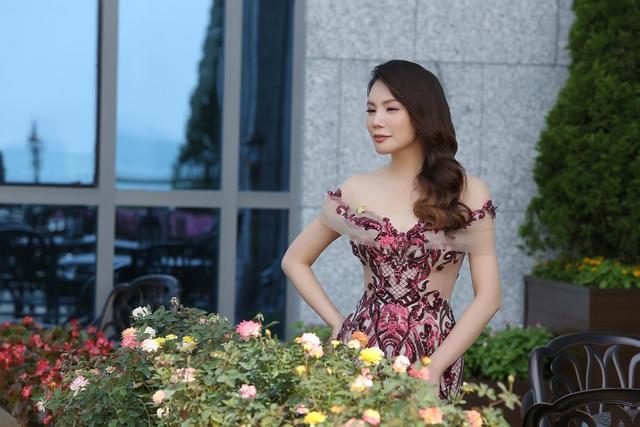 Là một trong những nghệ sĩ được coi là đại gia của showbiz Việt nhưng Hồ Quỳnh Hương lại tìm đến cuộc sống gần gũi thiên nhiên, thú cưng và ăn chay trường. Bước sang tuổi mới, Hồ Quỳnh Hương ngày càng hướng tới một cuộc sống nhẹ nhàng và tinh tế hơn.