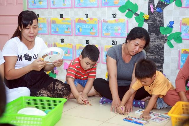 Việc thực hiện xã hội hóa tăng (năm 2014 phụ huynh và cộng đồng đóng góp hơn 70 triệu, năm 2016 đóng góp được hơn 175 triệu đồng), đóng góp tiền và ngày công lao động, hiện vật, đặc biệt là công tác chăm sóc giáo dục các cháu hàng ngày luôn được phụ huynh quan tâm.