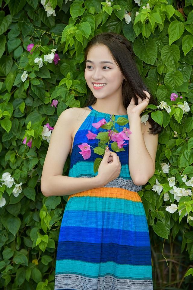 Thiếu nữ tuổi 16 lãng mạn bên giàn hoa giấy nở đẹp - 4