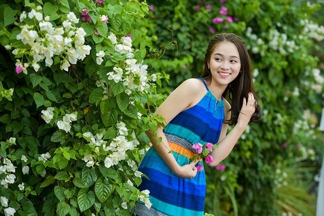 Thiếu nữ tuổi 16 lãng mạn bên giàn hoa giấy nở đẹp - 6