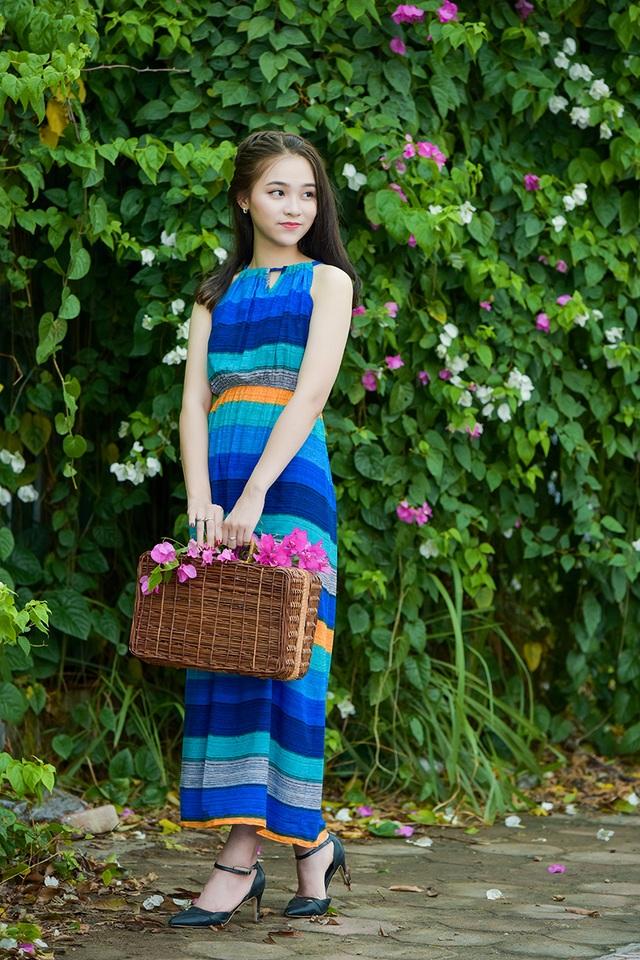 Thiếu nữ tuổi 16 lãng mạn bên giàn hoa giấy nở đẹp - 9