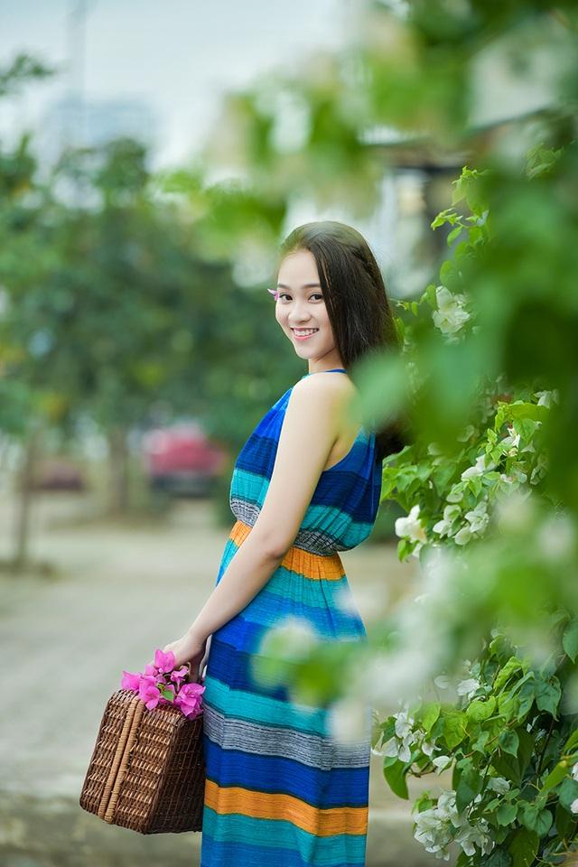 Thiếu nữ tuổi 16 lãng mạn bên giàn hoa giấy nở đẹp - 11