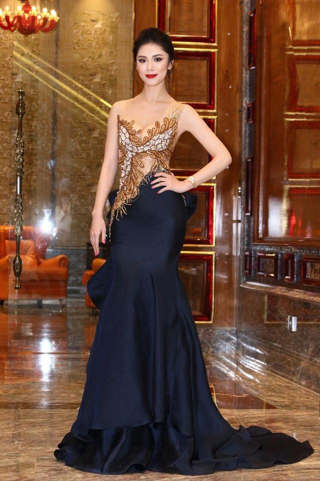 Sở hữu vẻ đẹp lai tây, người đẹp sinh năm 1986 đại diện cho Nhật Bản tại cuộc thi Hoa hậu hoàn vũ 2007 và giành vương miện về cho đất nước mặt trời mọc sau 48 năm.