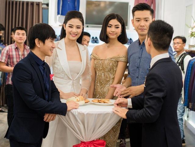 ... ca sĩ Lý Hải là những sao Việt có mối quan hệ thân thiết đã đến chung vui với Ngọc Hân.