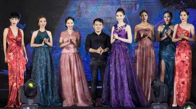Trong sự kiện còn có sự xuất hiện của rất nhiều người đẹp khác. Đặng Thu Thảo nổi bật với vai trò vedette của chương trình.