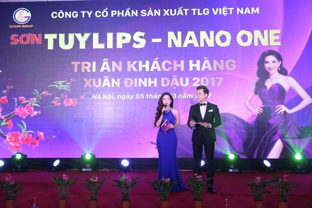 Hai MC Thùy Linh và Danh Tùng cũng đồng hành trong suốt chương trình tri ân khách hàng.
