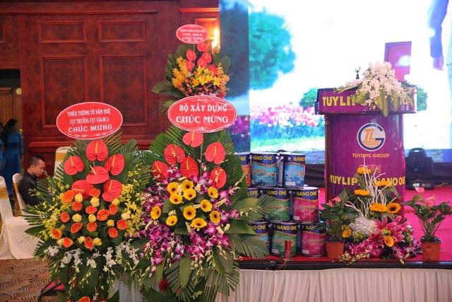Công ty cổ phần sản xuất TLG Việt Nam là một trong những nhà sản xuất sơn có uy tín nhất trên thị trường (với thương hiệu sơn Tuylips và Sơn Nano One).