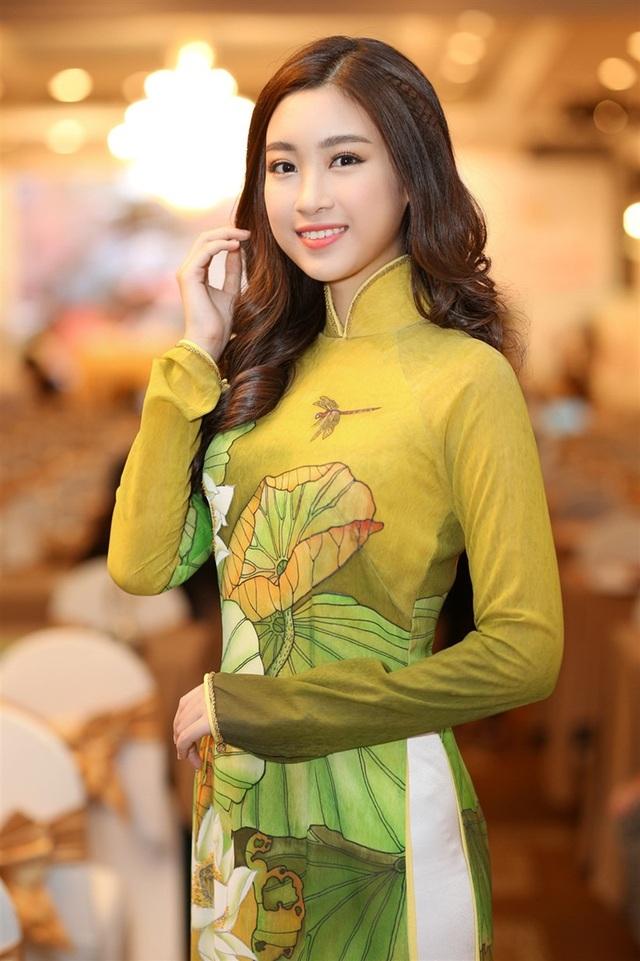 """HH Mỹ Linh """"nối gót"""" Đặng Thu Thảo đại diện Festival Đờn ca tài tử."""