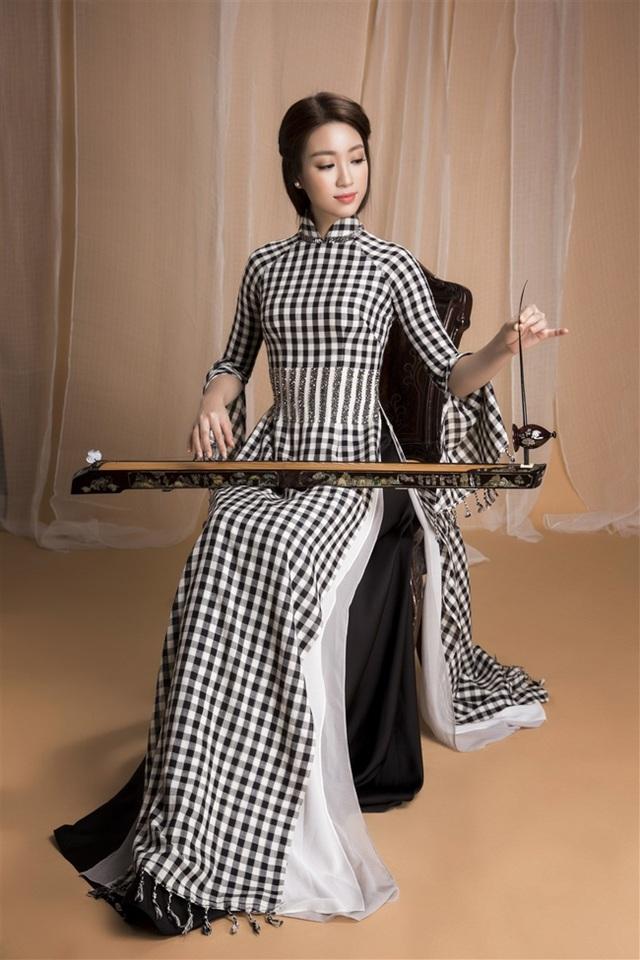 Hoa hậu Mỹ Linh được Bộ Văn hóa, Thể Thao và Du lịch chọn là gương mặt đại diện cho Festival Đờn ca tài tử Quốc gia lần thứ II - Bình Dương năm 2017.
