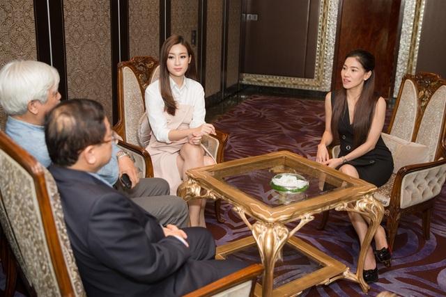 Đỗ Mỹ Linh đã nghe nhiều lời dặn dò từ thành viên BTC và BGK.