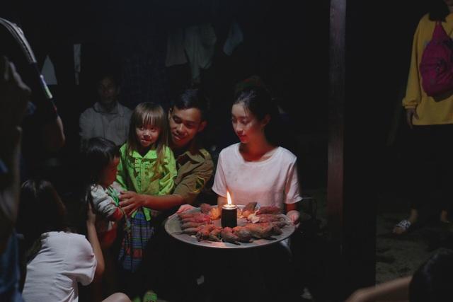 Hoa hậu Đỗ Mỹ Linh chia sẻ tình cảm tới gia đình có người thân bị lũ cuốn trôi - 6