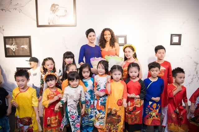 Hoa hậu Ngọc Hân tặng áo dài cho Hoa hậu Pháp 2014 - 11
