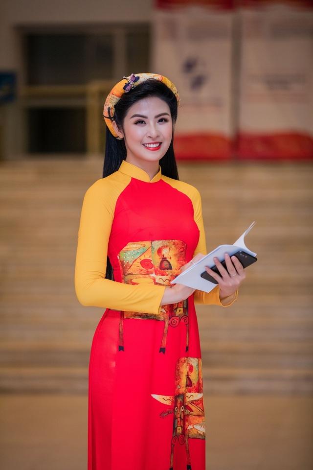 Đã 7 năm kể từ khi đăng quang Hoa hậu Việt Nam 2010, Hoa hậu Ngọc Hân ngày càng được công chúng yêu mến bởi có nhiều hoạt động cộng đồng, từ thiện để giúp đỡ những người nhà neo đơn, trẻ em khó khăn, thậm chí cô còn về vùng lũ lụt để cứu trợ người dân.