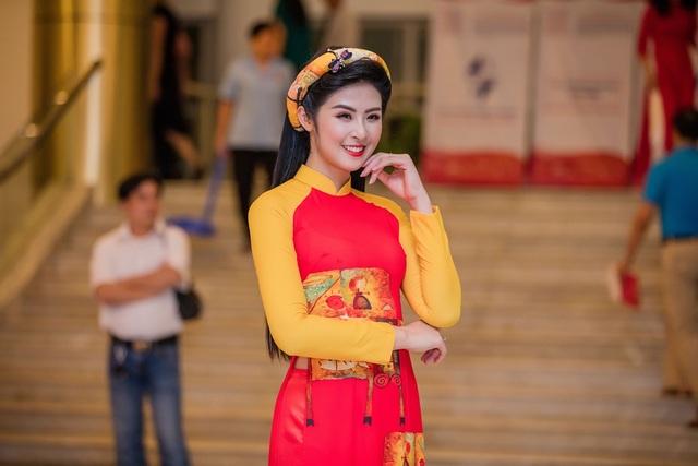 Hoa hậu Ngọc Hân xuất hiện với vai trò Đại sứ thiện chí trong chương trình nghệ thuật Những trái tim đồng cảm tại Hà Nội.