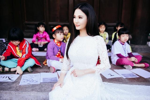 """Hoa hậu Sương Đặng """"khoe"""" vẻ đẹp không tì vết với áo dài - 4"""