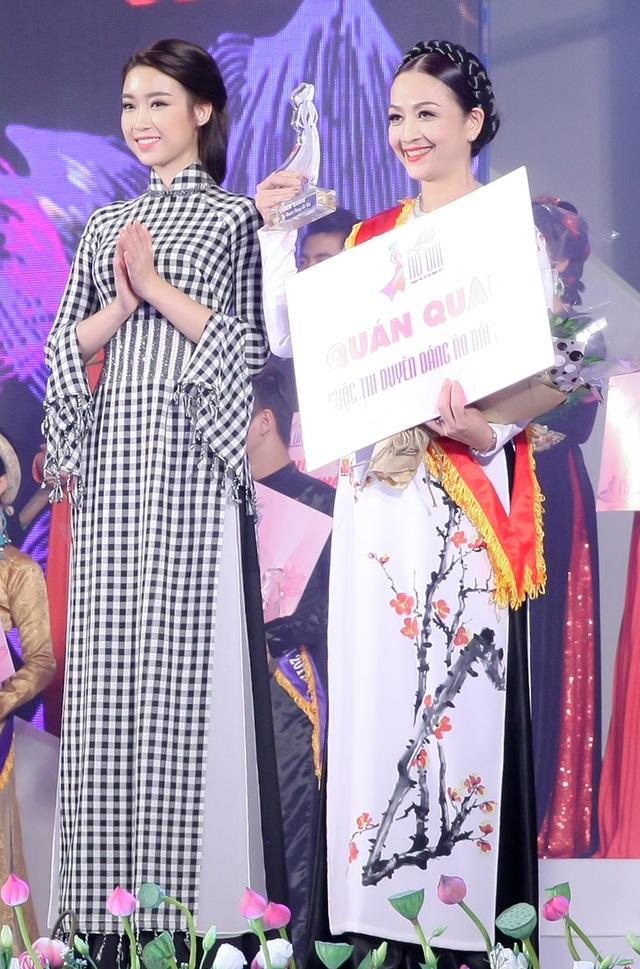 Hoa hậu Đỗ Mỹ Linh nổi bật với áo dài họa tiết khăn rằn - 7