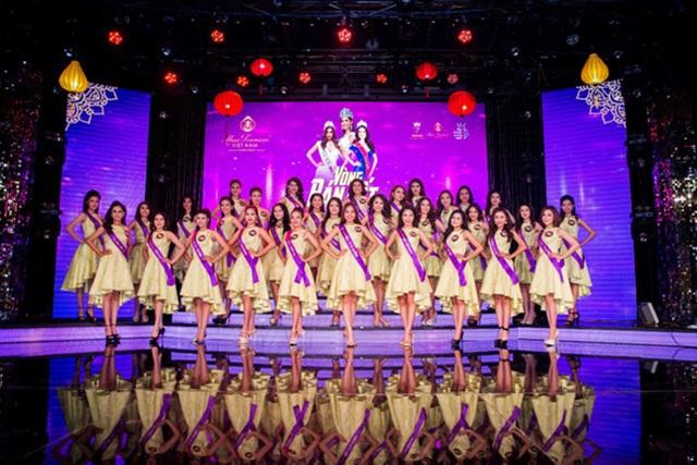 Đêm bán kết cuộc thi Hoa khôi Du lịch Việt Nam 2017 diễn muộn gần một tiếng đồng hồ so với dự kiến do Hoa hậu quốc tế là khách mời của cuộc thi bị kẹt xe.
