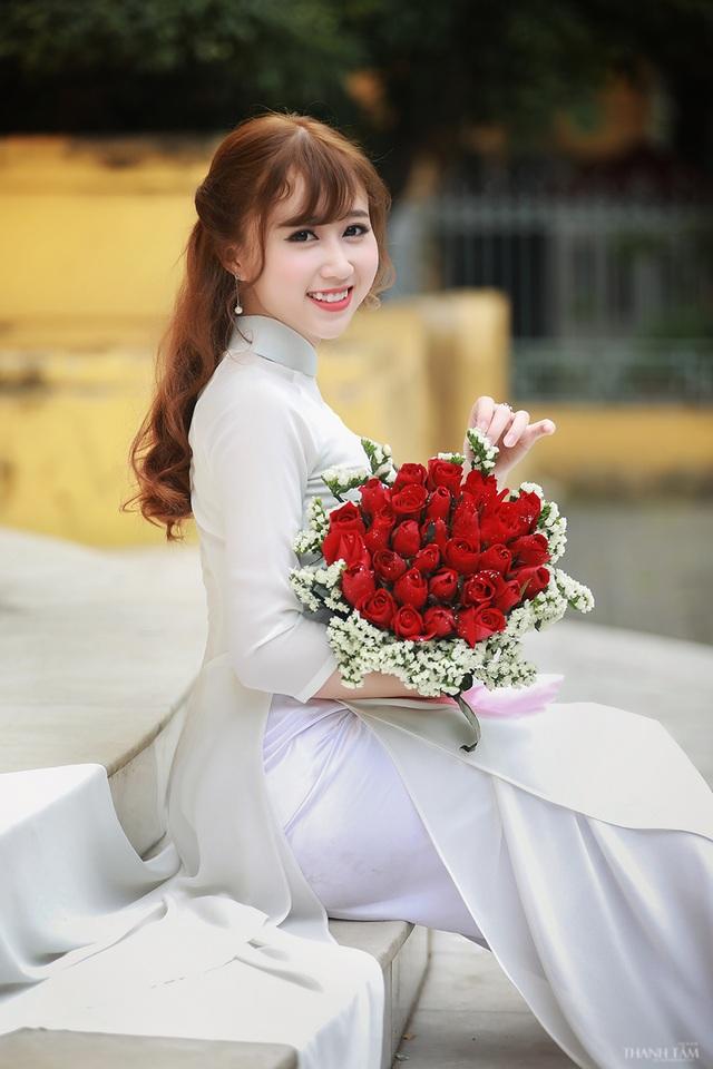 Hoa khôi trường Dược đẹp tinh khôi ngày chia tay mái trường - 9