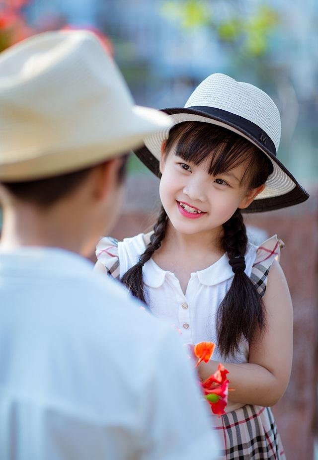 Dịp Quốc tế thiếu nhi 1/6, bố mẹ hứa dành thời gian đưa hai anh em đi chơi ở biển Đồ Sơn.
