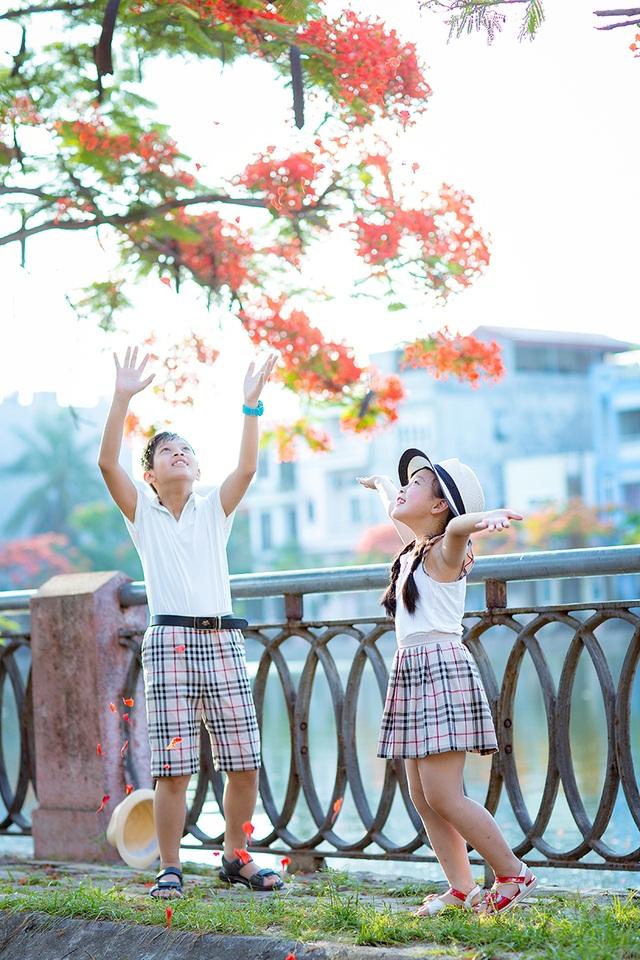 Nguyễn Cộng Linh (12 tuổi) và Nguyễn Tuệ Minh (8 tuổi) là hai anh em ruột, sinh ra và lớn lên ở Hải Phòng.