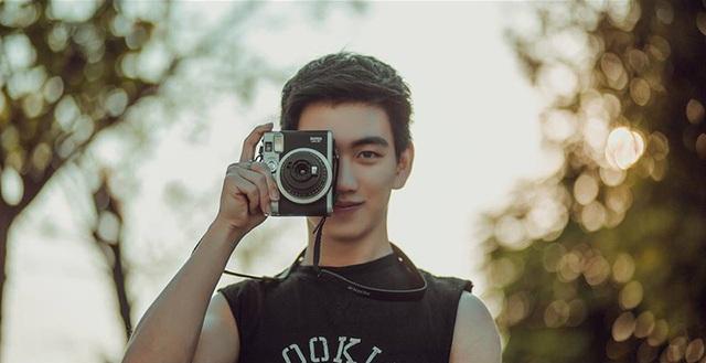 Đam mê của Lâm là nhiếp ảnh. Đó cũng là nghề tay trái của cậu.