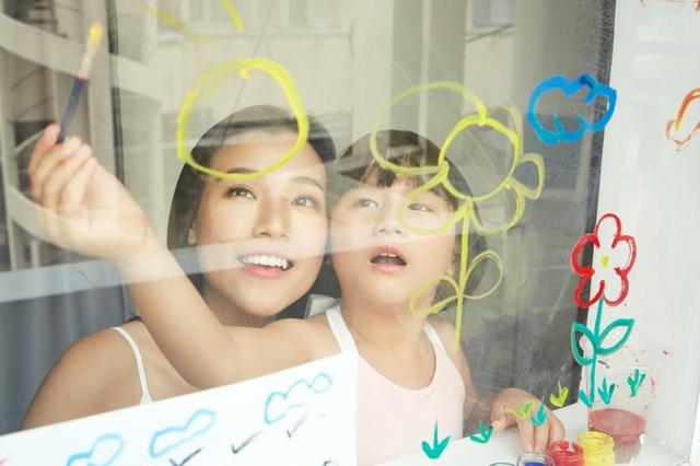 """MC Hoàng Oanh: """"Không để trẻ em phải lớn lên một mình"""" - 13"""