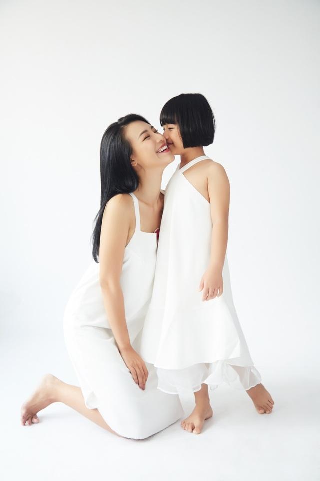 """MC Hoàng Oanh: """"Không để trẻ em phải lớn lên một mình"""" - 8"""