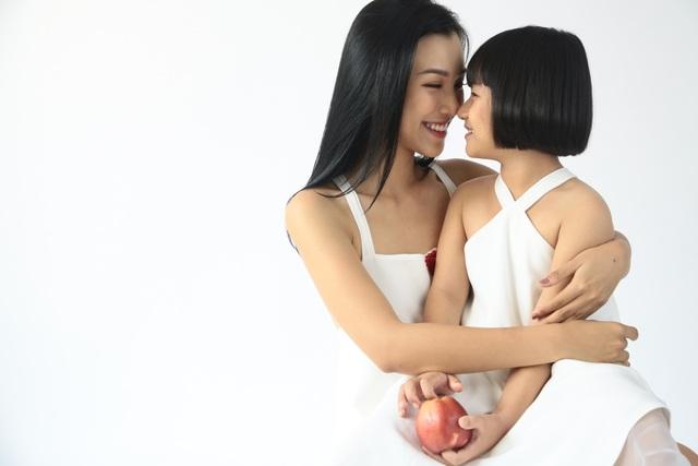 """MC Hoàng Oanh: """"Không để trẻ em phải lớn lên một mình"""" - 7"""