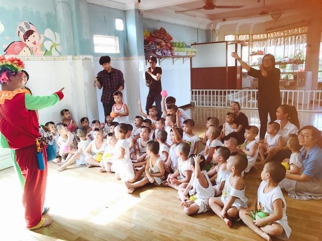 Á hậu Hoàng Oanh đến Tây Ninh tặng quà trẻ em kém may mắn - 8