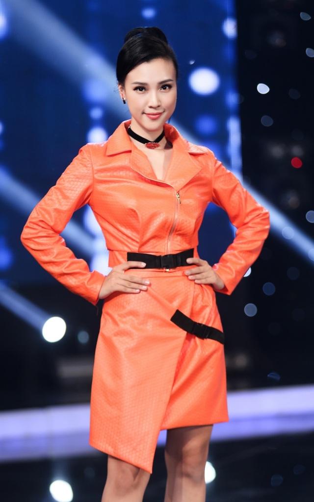 Thời gian sau đổ vỡ tình cảm, Hoàng Oanh tập trung vào công việc, cô ghi hình liên tiếp cho chương trình Thần tượng âm nhạc nhí - Vietnam Idol Kids 2017.