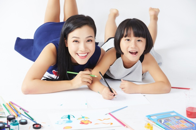 """MC Hoàng Oanh: """"Không để trẻ em phải lớn lên một mình"""" - 10"""