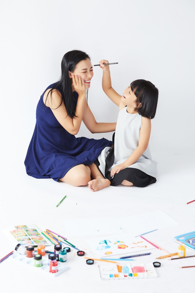 """MC Hoàng Oanh: """"Không để trẻ em phải lớn lên một mình"""" - 11"""