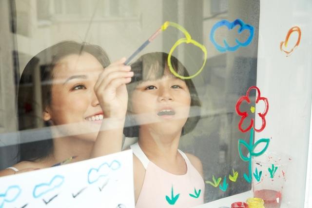 """MC Hoàng Oanh: """"Không để trẻ em phải lớn lên một mình"""" - 14"""