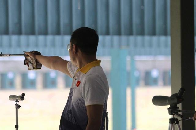 Hoàng Xuân Vinh giành quyền vào chung kết 50m súng ngắn nam