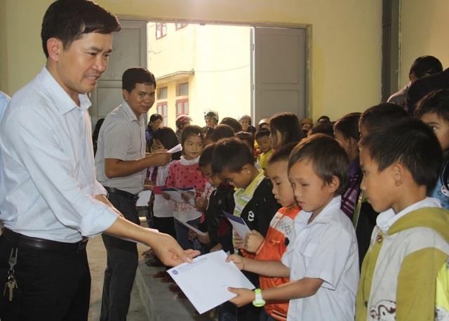 Trao 240 suất học bổng của Grobest Việt Nam đến học sinh nghèo học giỏi Hà Tĩnh - 1